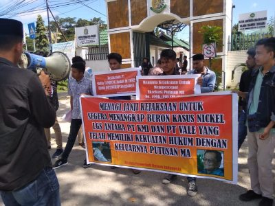 APHI Sultra saat lakukan Unjuk rasa di Depan Kantor Kajati Sultra