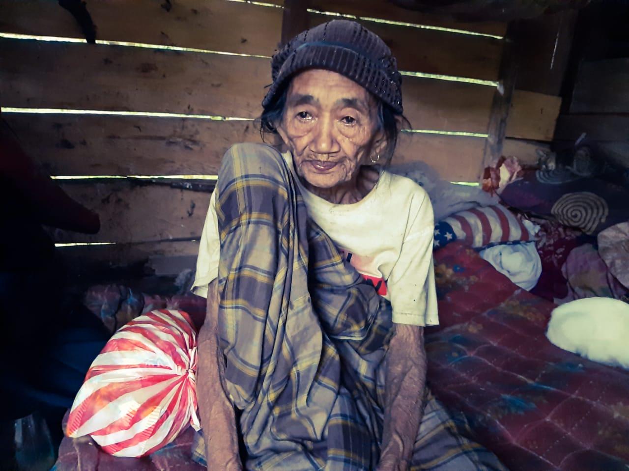 Bungadia, Warga Desa Ladumpi, Kec. Rarowatu saat dikunjungi awak media baru-baru ini dipondok tempat tinggalnya