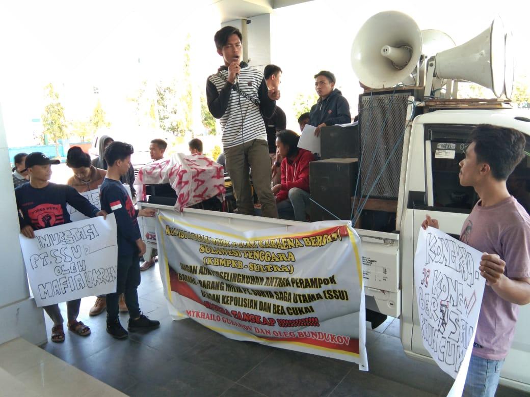 Aksi Unjuk rasa di Kantor Bea Cukai Kendari terkait Penjualan Besi PT. SSU, Jumat (16/8/2019)