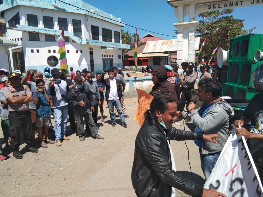 Massa Aksi Demo Syahbandar Kabaena