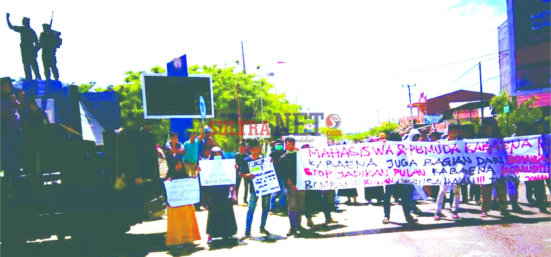 Massa Aksi G-30S-PK saat Orasi di Depan Tugu Brimob Kasipute