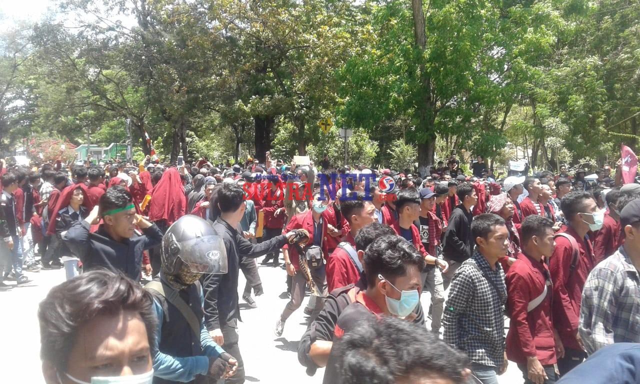Ribuan Massa Aksi dari Mahasiswa se Kota Kendari
