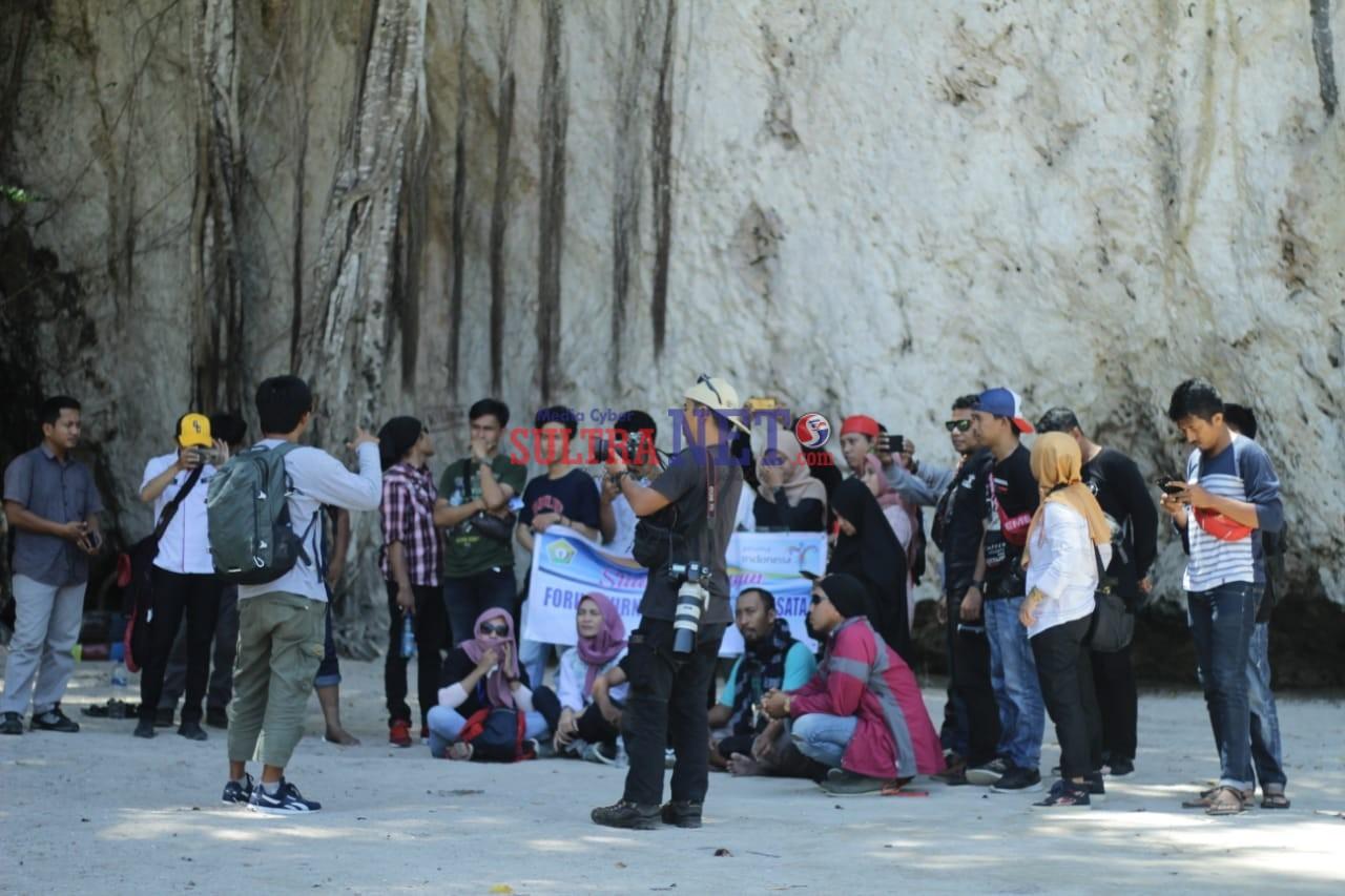 Jurnalis Ramah Pariwisata saat melakukan liputan di objek wisata climbing Sawapudo, yang terletak di Desa Sawapudo, Kecamatan Soropia, Kabupaten Konawe