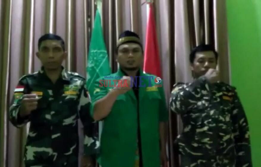 Firdaus (tengah) Ketua GP Ansor Bombana
