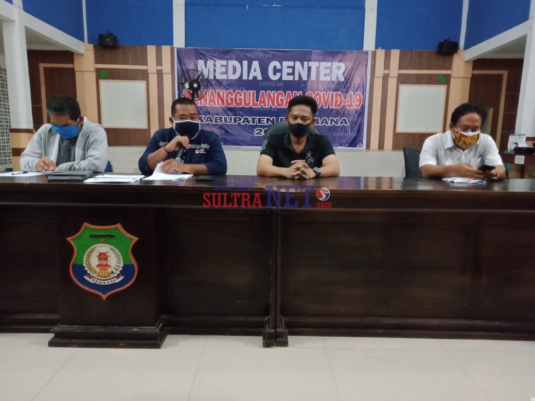Teguh Budiono (kiri), Heryanto A Nompa, Kapolres Bombana AKBP Andi Herman, SIK, Kadis Perhubungan Syahrun, ST