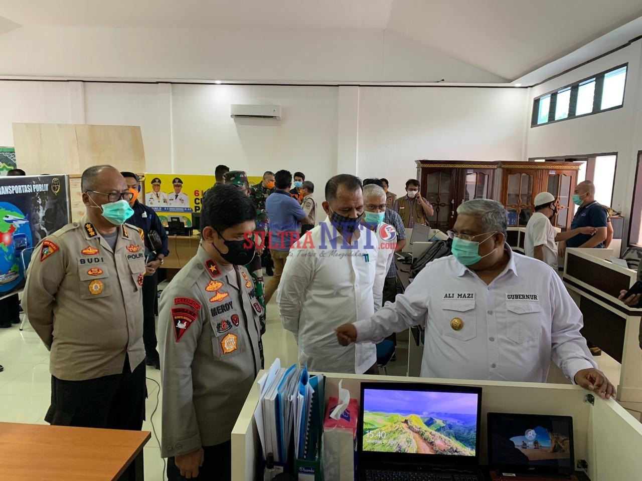 Gubernur Ali Mazi didampingi Kapolda Sultra usai menggelar rapat Pembentukan Panitia HUT Sultra