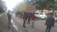 Kendaraan PT. Jhonlin yang bebas keluar masuk Bombana