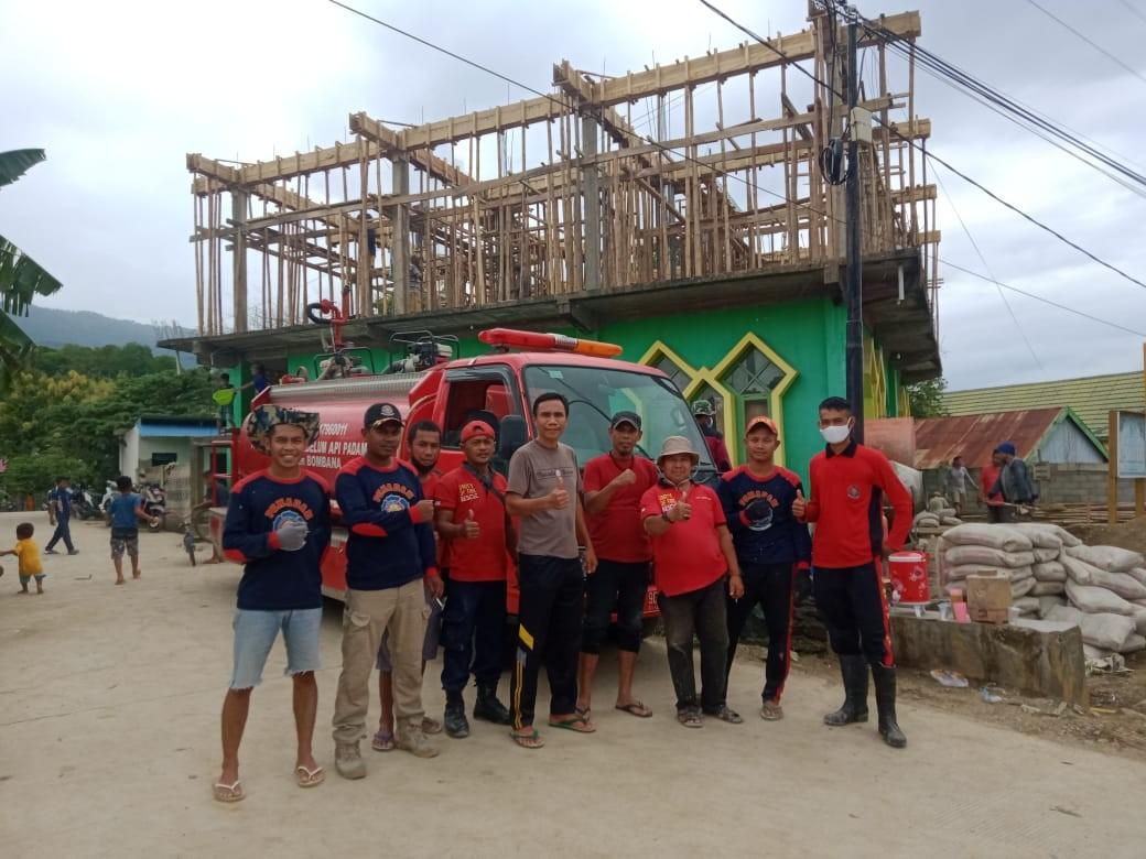 Foto Bersama Wakil Ketua DPRD Bombana, Iskandar SP usai Gotong Royong
