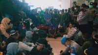 Ratusan Nelayan Pesisir Poleang saat menyampaikan aspirasi di Kantor DPRD Bombana